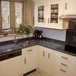 Benkeplater i granitt bør impregneres og rengjøres